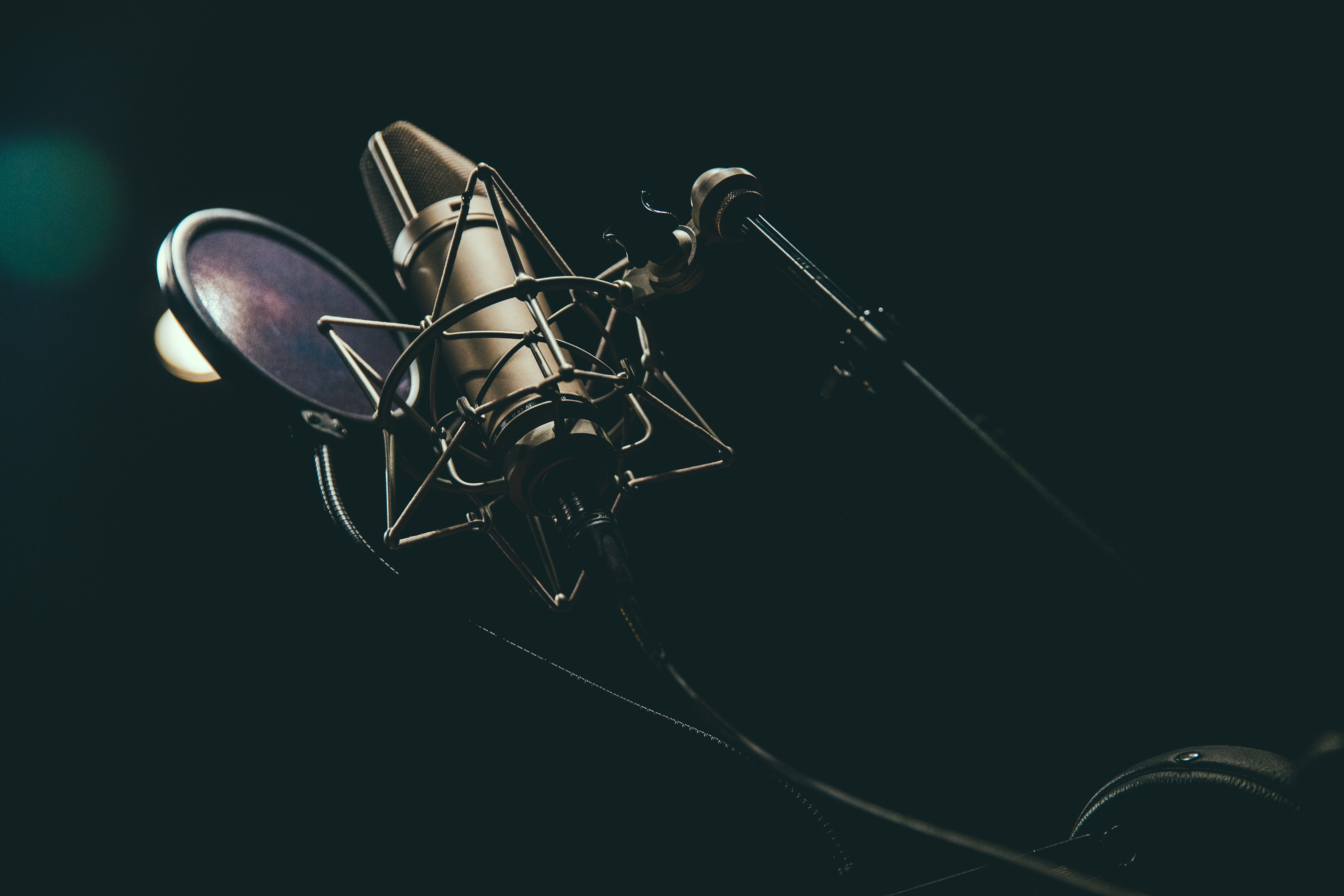 "Mixing Vocals: What Makes a ""Professional"" Vocal Sound"